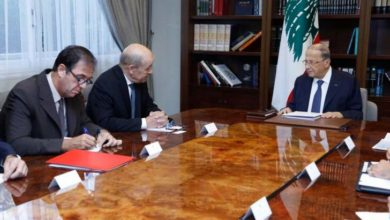 صورة لودريان  حمل رسالة من ماكرون بتأكيد الوقوف إلى جانب لبنان