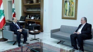 صورة عون باشر مشاورات حول الوضع الحكومي مع رؤساء الكتل النيابية
