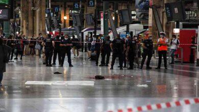 صورة إصابة شخص بجروح خطرة جراء هجوم في باريس