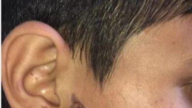 صورة توقيف أب أقدم على حرق وجه ويد ابنه