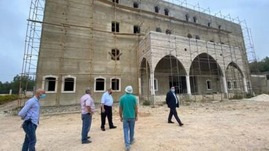 صورة البستاني تفقد الأعمال في مستشفى دير القمر الحكومي