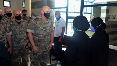 صورة قائد الجيش يعزي أهالي الشهداء: دماء أحبطت مخططات كانت تعدّ لوطننا
