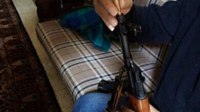 صورة تجارة السلاح نشطة بالدولار… وخط التهريب: سوريا – لبنان
