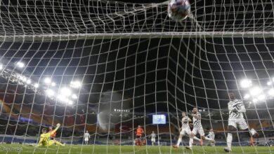 """صورة باشاك شهير يدخل تاريخ """"الأبطال"""" على أكتاف مانشستر يونايتد"""
