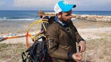 صورة مظلي تركي يهبط قرب نقطة للجيش في عدلون