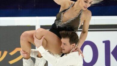 صورة الرياضيون الروس يحتكرون منصة التتويج في الجائزة الكبرى للتزحلق على الجليد