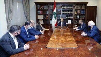 صورة عون التقى وفدا من جمعية أهالي الطلاب في الخارج