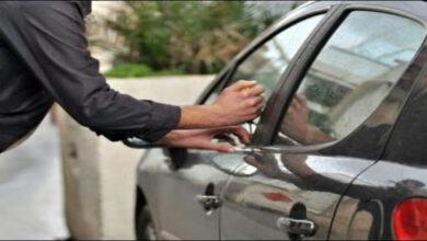 صورة في البقاع الغربي.. شهروا السلاح وسرقوا سيارته وهاتفه محفظته