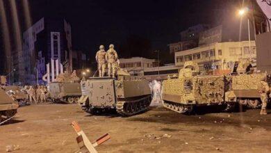 صورة ليلة ثانية من المواجهات في طرابلس.. اقتحام السرايا واحراق سيارة عسكرية