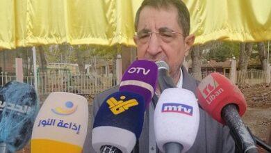 صورة الحاج حسن: الأميركيون يتدخلون في تفاصيل الوضع اللبناني