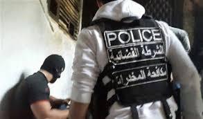 صورة الشرطة القضائية توقف مروجي مخدرات في محلة ضبيه