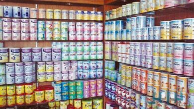 صورة توزيع كميات من حليب الاطفال على الصيدليات خلال يومين