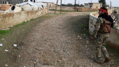 صورة المجموعات المسلحة تمنع خروج المدنيين بريف ادلب الجنوبي