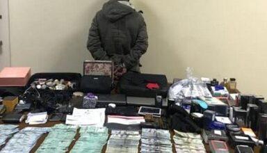 صورة مسدس وأموال.. هذا ما ضبط بحوزة مطلوب للقضاء بجرم السرقة