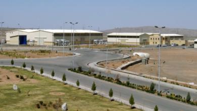 """صورة ظريف يتهم """"إسرائيل"""" بالوقوف وراء التخريب في """"نطنز"""" ويتوعد بالرد"""