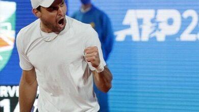 صورة كاراتسيف يقصي دجوكوفيتش ويتأهل لنهائي بطولة بلغراد