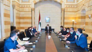صورة دياب امام وفد نقابة المحررين: لن أخالف الدستور بعقد جلسات لمجلس الوزراء