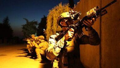 صورة مهاجمة ليلية للجيش تحاكي القضاء على مجموعة إرهابية
