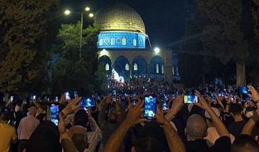 صورة احتفالات في المسجد الأقصى مع دخول اتفاق وقف إطلاق النار حيز التنفيذ