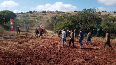 صورة جيش العدو يطلق النار في الهواء على شبان في ميس الجبل