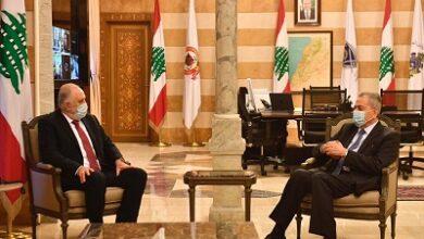 صورة فهمي بحث والسفير علي في تدابير مشاركة السوريين في لبنان للمشاركة في الانتخابات الرئاسية