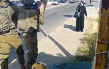 صورة الاحتلال يطلق النار على فلسطينية بزعم محاولتها تنفيذ عملية طعن