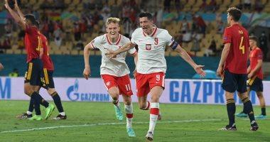 صورة هدف ليفاندوفسكي ينقذ بولندا أمام اسبانيا