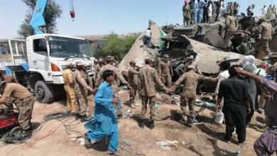 صورة ارتفاع عدد قتلى خروج قطار عن سكته في باكستان