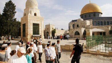 صورة قوات الاحتلال تقتحم المسجد الأقصى وتخليه بالقوة من المصلّين