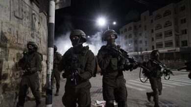 صورة جرح جندي إسرائيلي بإطلاق نار عند حاجز قلنديا والاحتلال يقتحم بيتا والطور