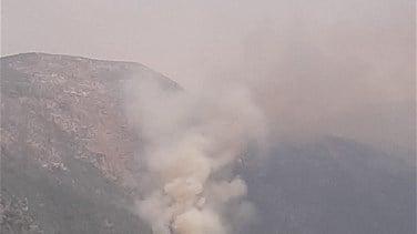 صورة حريق كبير في الغابات المحيطة ببحيرات عيون السمك