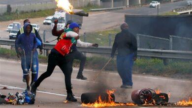 صورة ارتفاع حصيلة قتلى الاضطرابات في جنوب إفريقيا إلى 337 شخصا