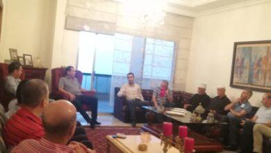صورة لقاء في دارة النائب الصايغ تناول حاجات بلدة شارون والخطوات التنظيمية
