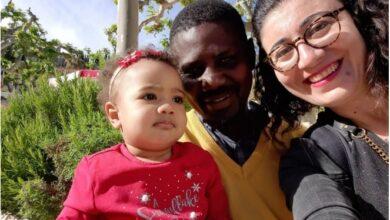 """صورة كاترين """"البيضاء"""" والزوج """"الأسود"""" وابنتهما """"السمراء"""""""